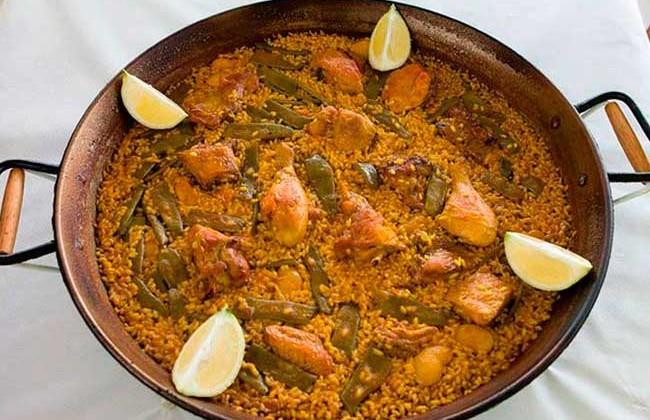 paella-valenciana-en-la-playa-de-puzol-restaurante-nazaret-Valencia