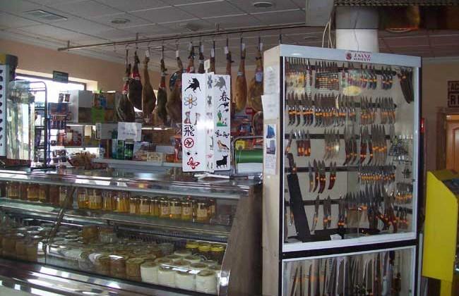 tienda-en-restaurante-la-Estrella-Castillejo-de-Iniesta-en-Cueca-productos-castellanos