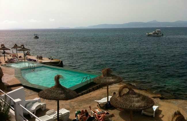 Vista-piscina-de-Panoramica-Playa-Palma-de-Mallorca