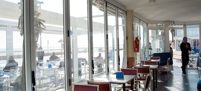 desde-el-interior-vistas-al-paseo-de-la-playa-Valencia