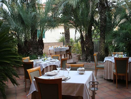 restaurante_granja_santa_creu_terraza-jardines-para-eventos-y-bodas