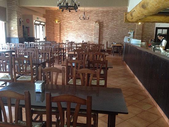 salon-restaurante-bodegon-Emilio